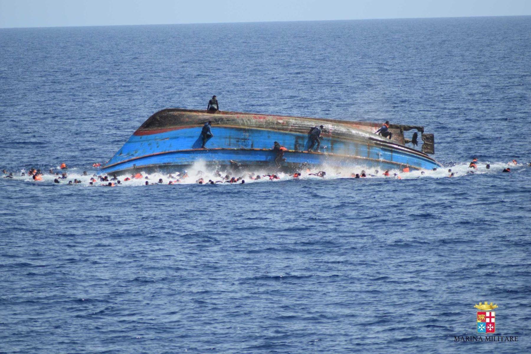 Naufragio en India deja al menos 23 muertos y 12 desaparecidos