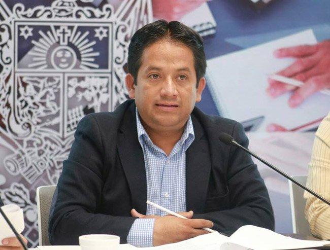 """""""Ganamos poquito"""", se justifica Eric Salas para no bajar sueldos"""