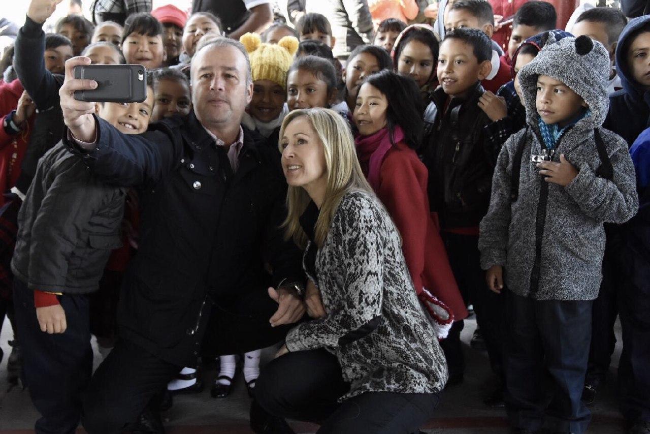 Beneficia El Marqués a 400 alumnos en primaria de comunidad La Piedad