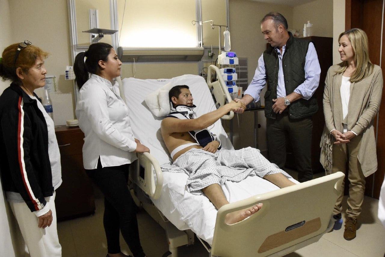 Ratifica Mario Calzada su apoyo a policía que sufrió accidente