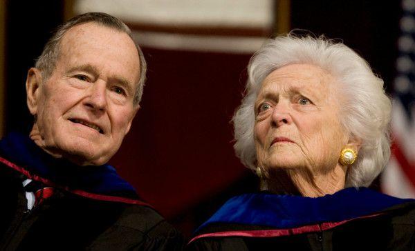 George H.W. Bush deja cuidados intensivos y su esposa recibe el alta