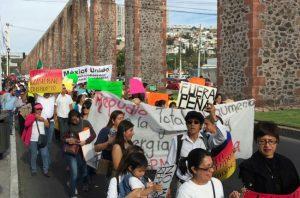 Otra manifestación: Más de tres mil personas -hasta cinco mil según los organizadores- participaron este domingo en la protesta popular en contra del gasolinazo y de las reformas estructurales del Presidente Enrique Peña Nieto. FOTO:DANIEL PEÑA