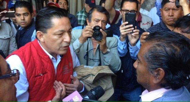 Confrontan antorchistas a Gustavo Nieto Chávez durante su conferencia