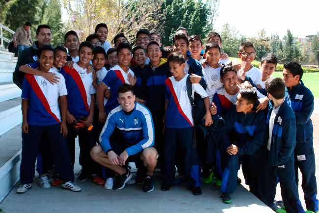 Conviven jugadores de Gallos Blancos con estudiantes de secundarias públicas