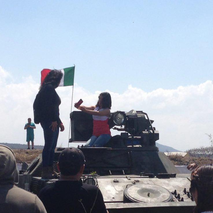 FUEGO AMIGO /SELFIE EN LA TANQUETA