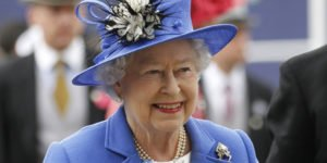 Reina Isabel II aprueba la aplicación del Brexit