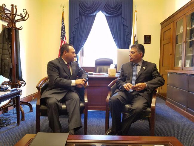 Se reúne Braulio Guerra con el congresista Tony Cárdenas en Washington