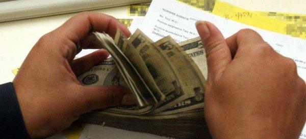 Dólar cotiza a la venta en 18.84 pesos en el AICM