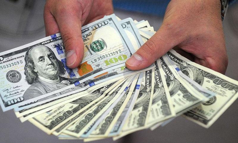 Dólar cotiza a la venta en 18.76 pesos en aeropuerto capitalino