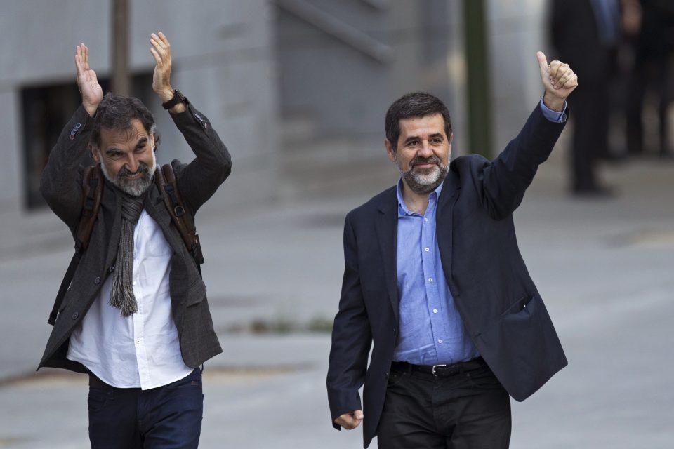 Detienen a dos líderes independentistas de Cataluña
