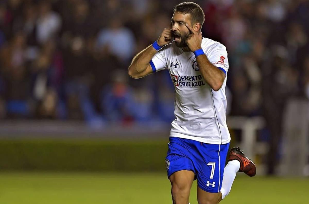 Cruz Azul remonta 2-1 a Querétaro con polémica arbitral