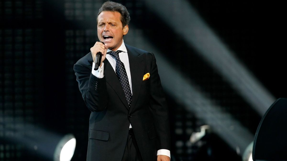 Luis Miguel al borde de las lágrimas al cantar 'Culpable o no' (VIDEO)