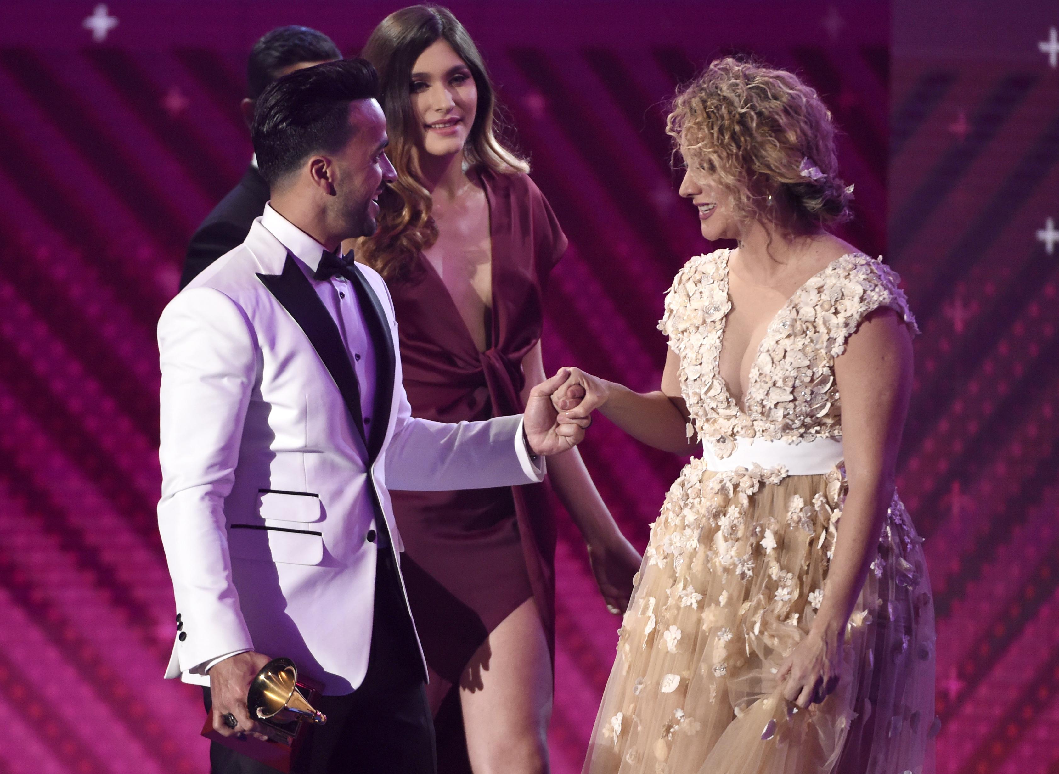 """""""Despacito"""" arrasa en los Latin Grammy con cuatro galardones"""