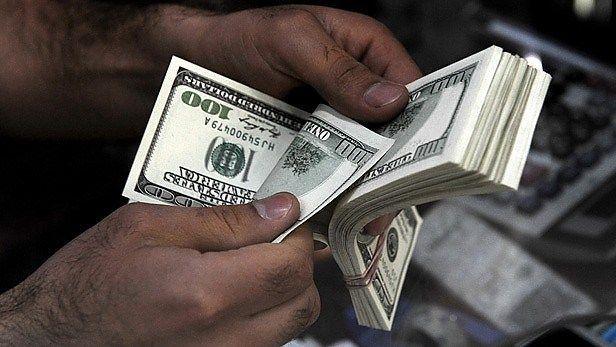 Dólar cotiza a la venta en 18.75 pesos en el AICM