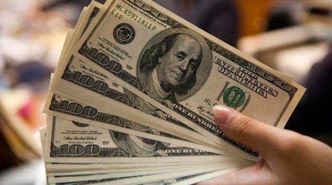 Dólar cotiza a la venta en 18.62 pesos en el AICM