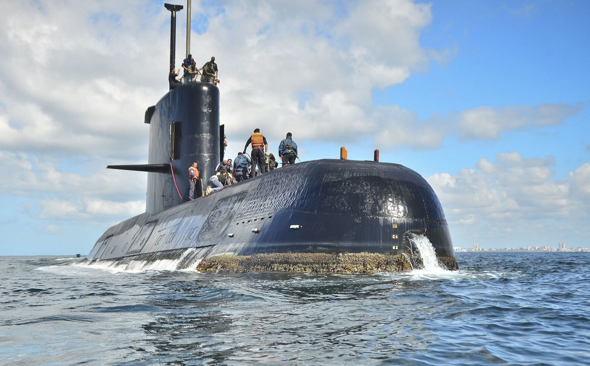 Cancelan rescate de submarino argentino por mal clima