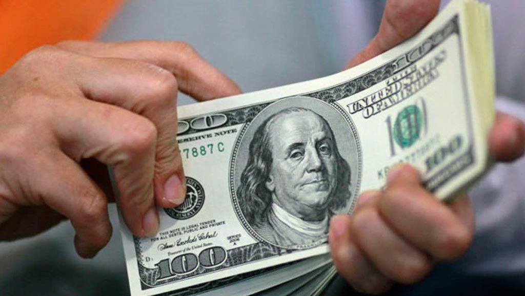 Dólar cotiza a la venta en 19.07 pesos en el AICM