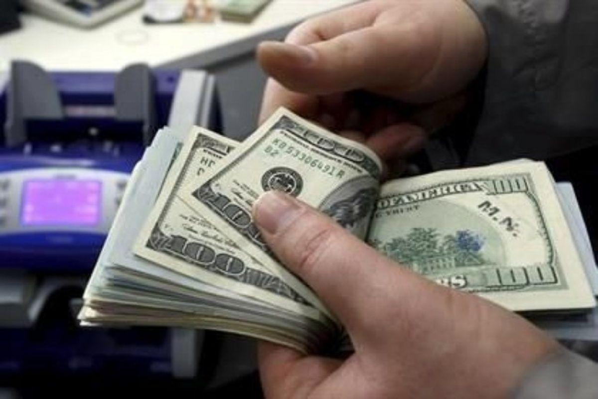 Inicia semana dólar a la venta en 19.40 pesos en AICM