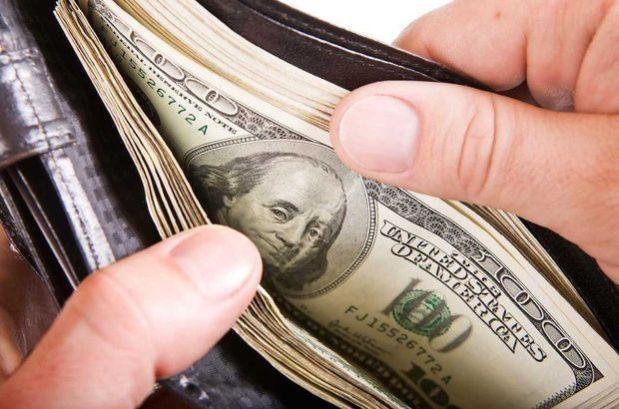 BMV abre con ganancia; dólar cotiza en 19.07 pesos a la venta en el AICM