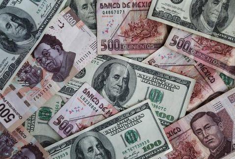 Dólar se vende en 19.07 pesos en casas de cambio del AICM