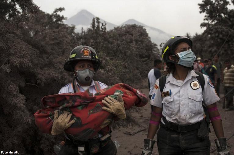 Suman 69 muertos por erupción de Volcán de Fuego en Guatemala