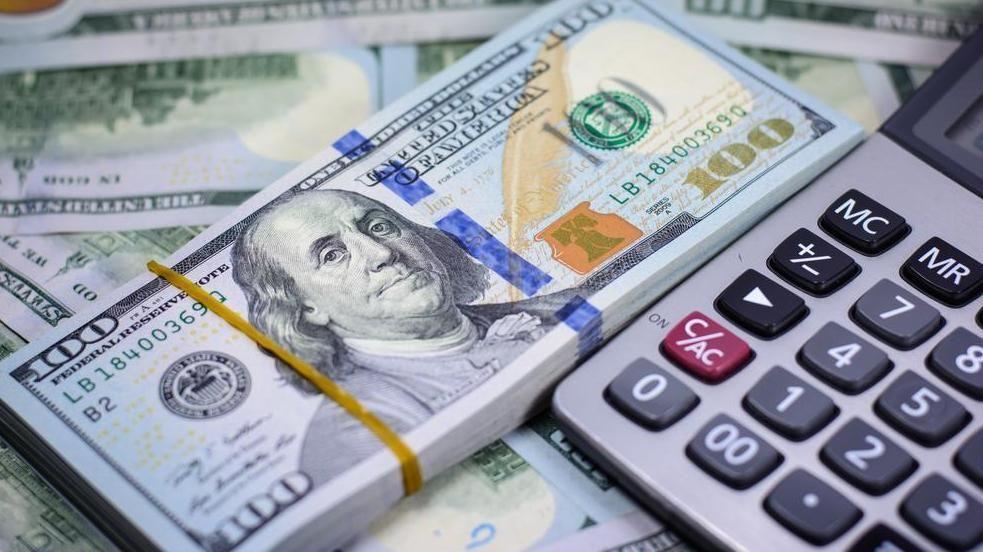 BMV abre con ligera ganancia; dólar se cotiza en 18.94 pesos en bancos