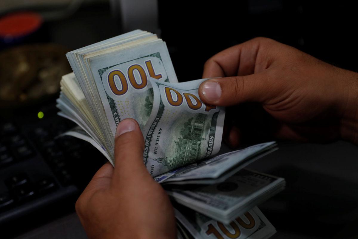 Dólar se vende en 20.40 pesos en casas de cambio del AICM