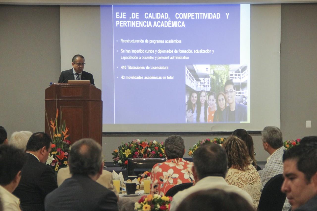 Director presenta logros y alcances de la Facultad de Derecho
