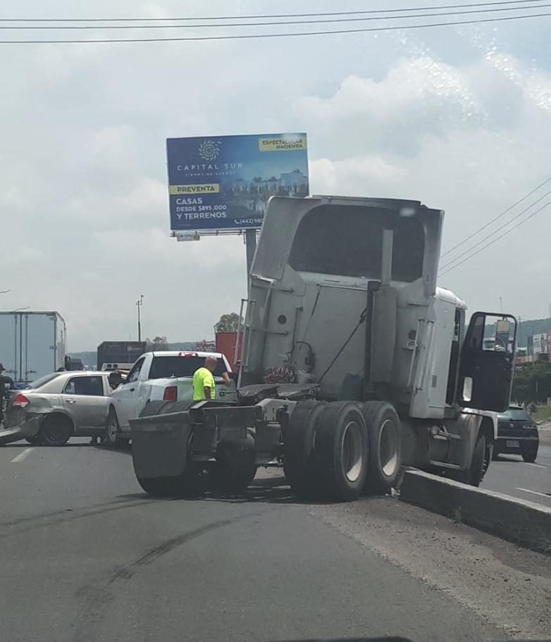 ACCIDENTE EN LA AUTOPISTA MÉXICO-QUERÉTARO