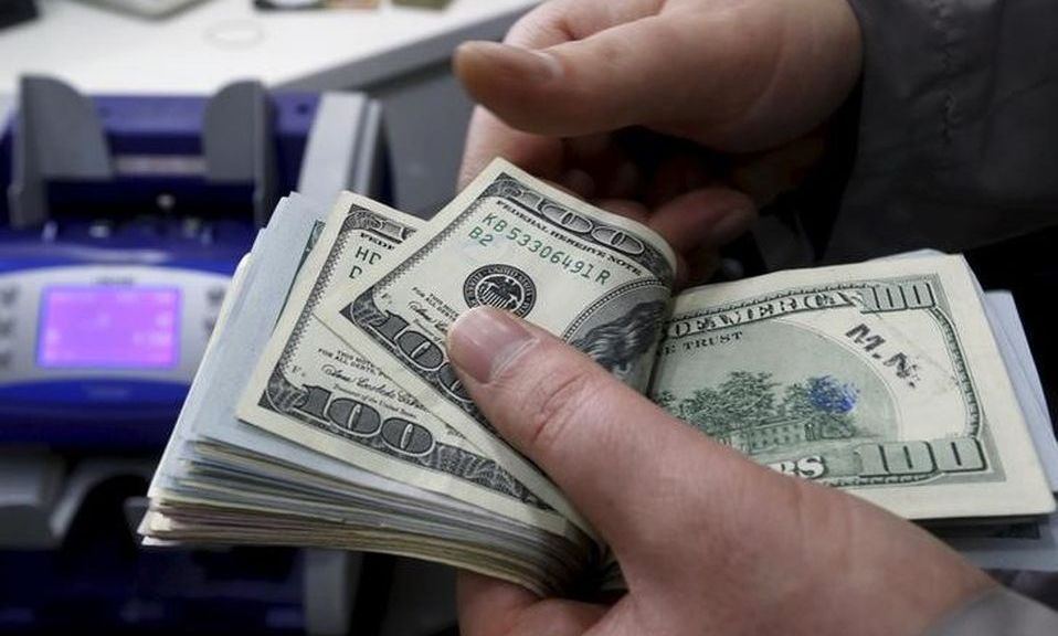 Dólar se vende en 19.00 pesos en casas de cambio del AICM
