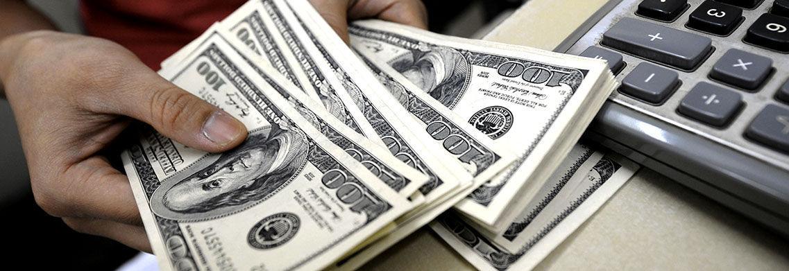 Dólar se vende en 18.75 pesos en casas de cambio del AICM