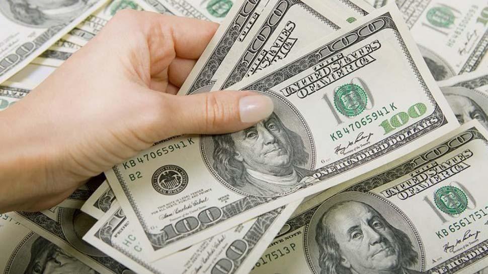 Dólar cotiza en 20.37 pesos a la venta en casas de cambio del AICM