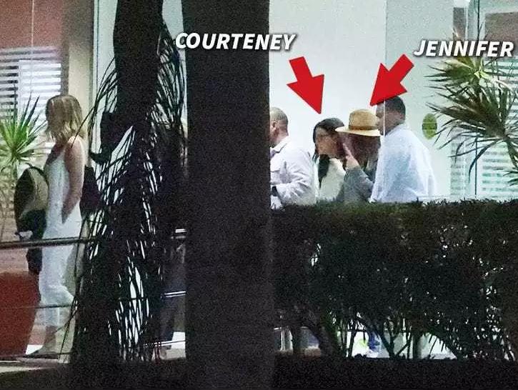 Jennifer Aniston aterriza de emergencia en viaje a México