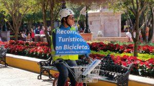 Plaza de Armas: Antes de que lleguen las ecobicis, ya se ofrecen recorridos turísticos en bicicleta por parte de empresas particulares. No hay nada nuevo bajo el sol. FOTO: SERGIO A. VENEGAS ALARCÓN