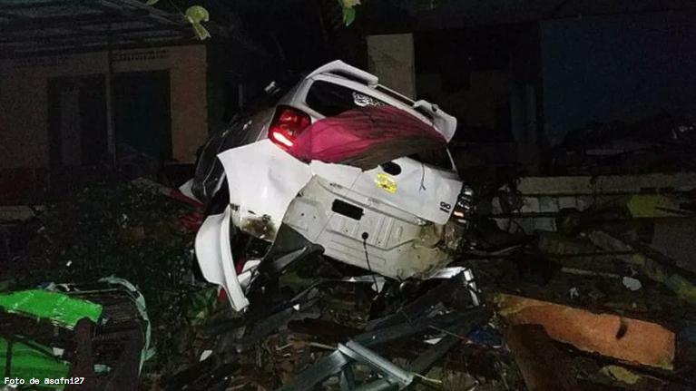Suman 43 muertos y 584 heridos por tsunami en Indonesia