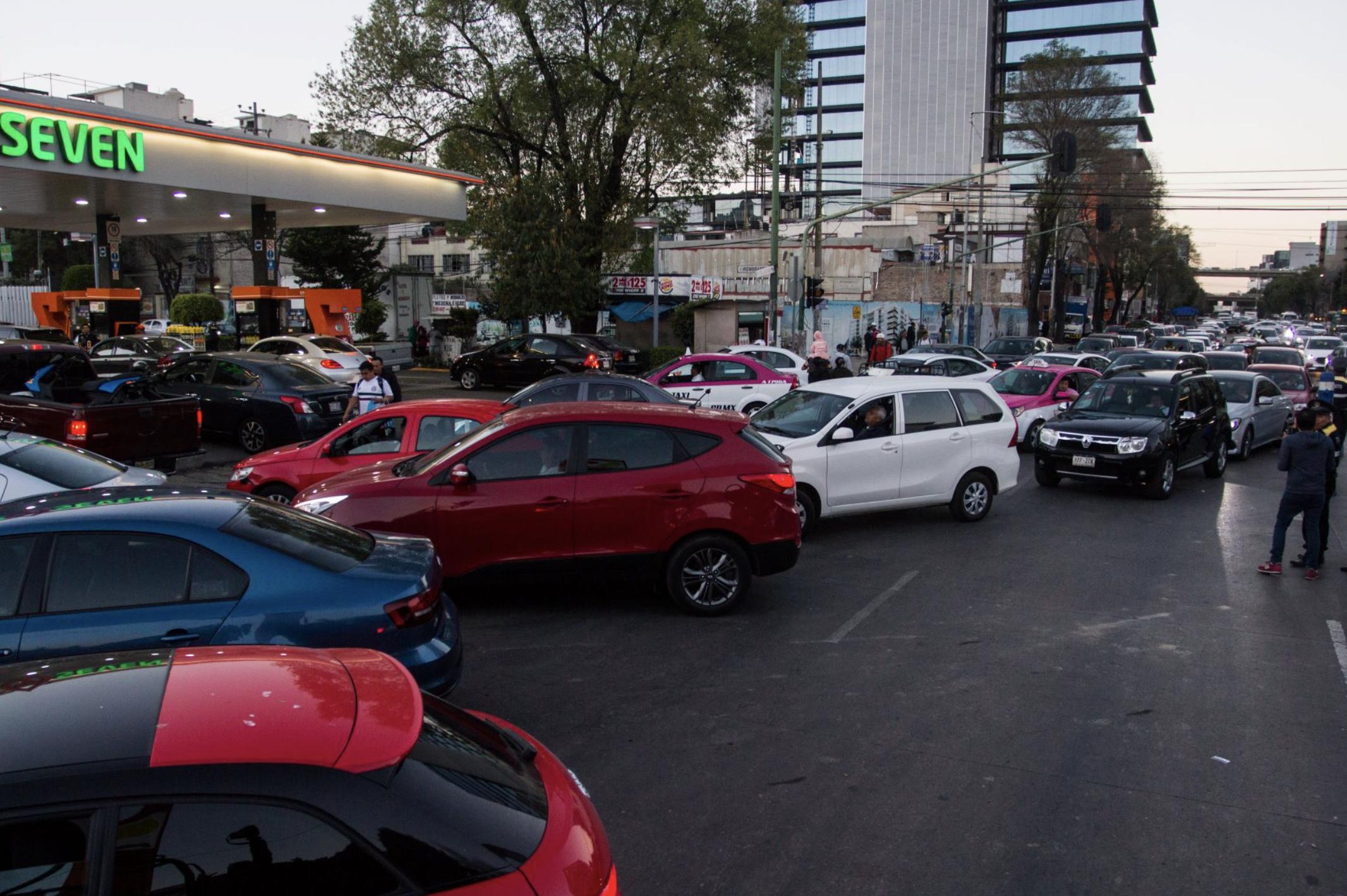 Compras de pánico y largas filas en gasolineras de la CDMX