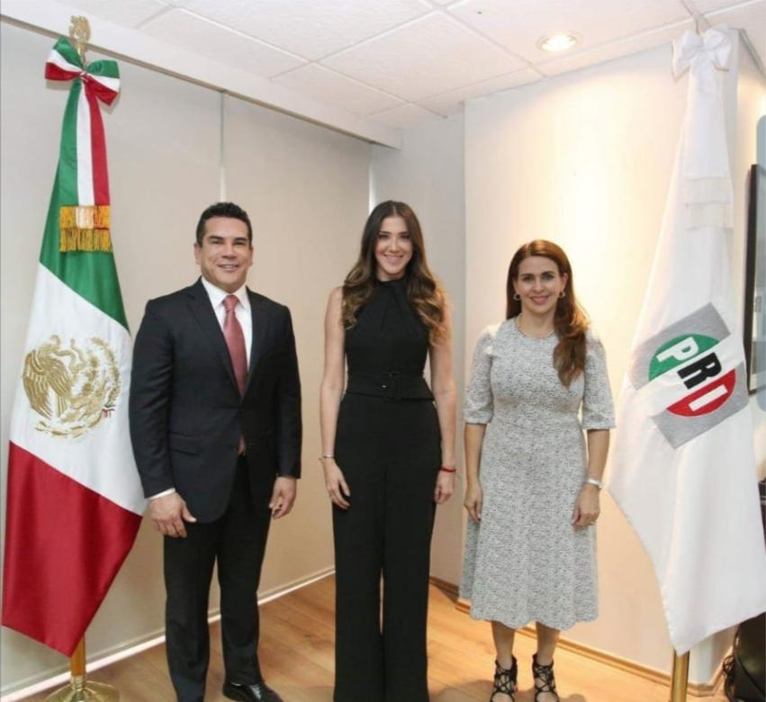 Vocera:El dirigente priista Alejandro Moreno presentó a Paloma Sánchez(al centro) como secretaria de Comunicación del PRI, acompañados de la secretaria general Carolina Viggiano.